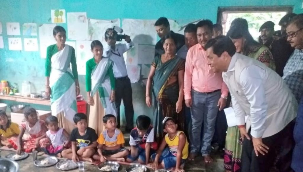 Chief Minister Sarbananda Sonowal interacting with flood affected victims at Goalpara relief camp on July 23rd, 2019. Photo Courtesy: Sarbananda Sonowal's Twitter handle